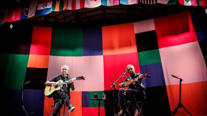 """""""Dois amigos, um século de música"""" – Caetano e Gil"""